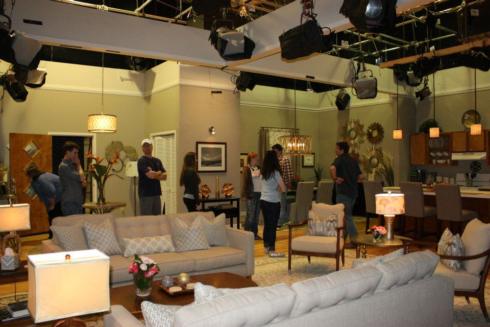 The gallery for --> What I Like About You Tv Show Set