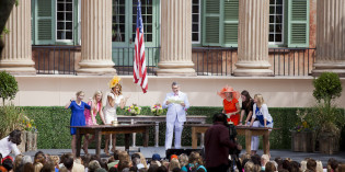 """Hoda and Kathie Lee Say """"Hey Y'all"""" in College's Cistern Yard"""