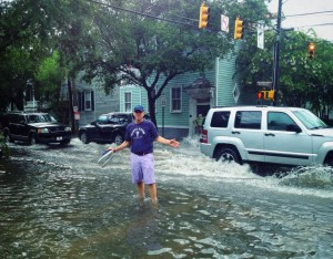Actor Kevin Spacey experienced Charleston's flooded streets on a visit to the Holy City.