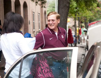 President Helps Students Move into McConnell Hall (with move-in info)