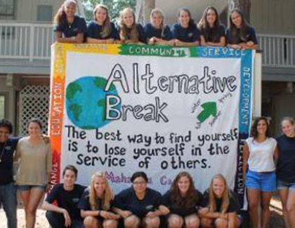 Students Serve Three Communities During Alternative Fall Break Trips
