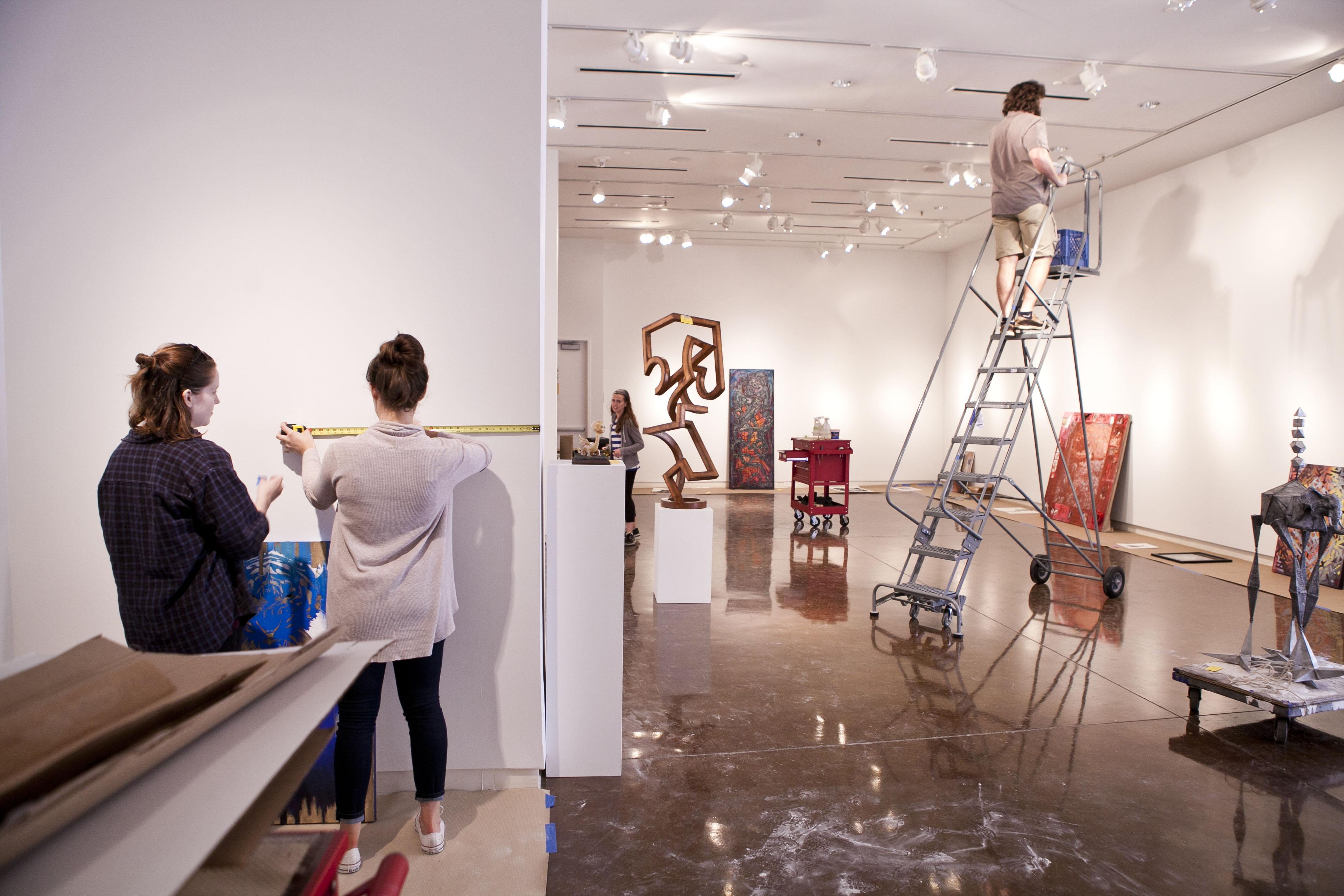 Exhibiting Student Artwork Exhibiting Student Artists