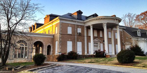 historic preservation student has big hopes to save atlanta 39 s briarcliff mansion. Black Bedroom Furniture Sets. Home Design Ideas