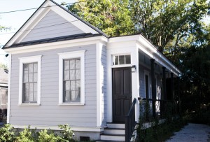 This tiny house in the Elliotborough neighborhood of Charleston has been the perfect fit for alum Maura Hogan '87 and family.