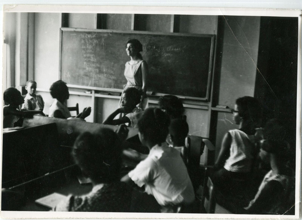 Gail Falk teaching Freedom School students in Meridian, Mississippi. (Mark Levy Collection, Queens College Rosenthal Library Civil Rights Archive, courtesy of Mark Levy)