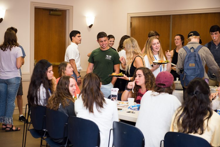 Jewish Student Union Holds Kick-Off Cookout
