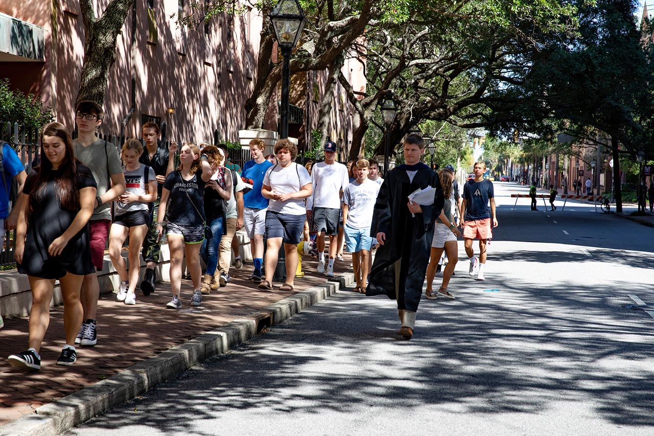 faculty escort students to Cistern Yard as part of Convocation.