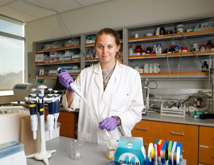 Alumna Honors Parents, Sister With Chemistry Scholarship