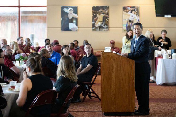 President Hsu Presents Awards at Staff Celebration