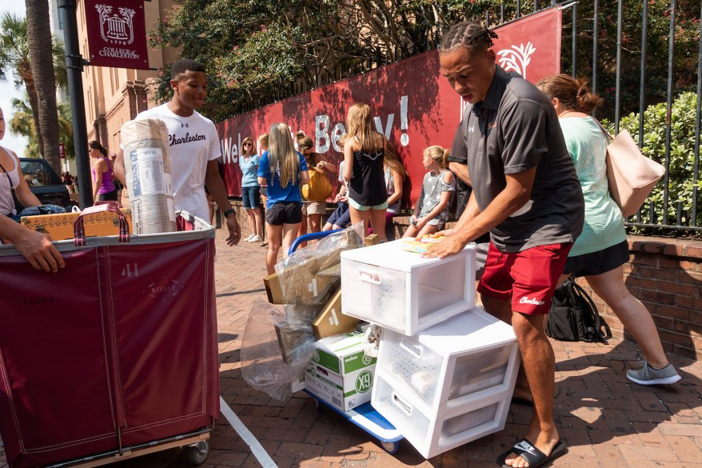 Students moving boxes into residence halls at the College of Charleston