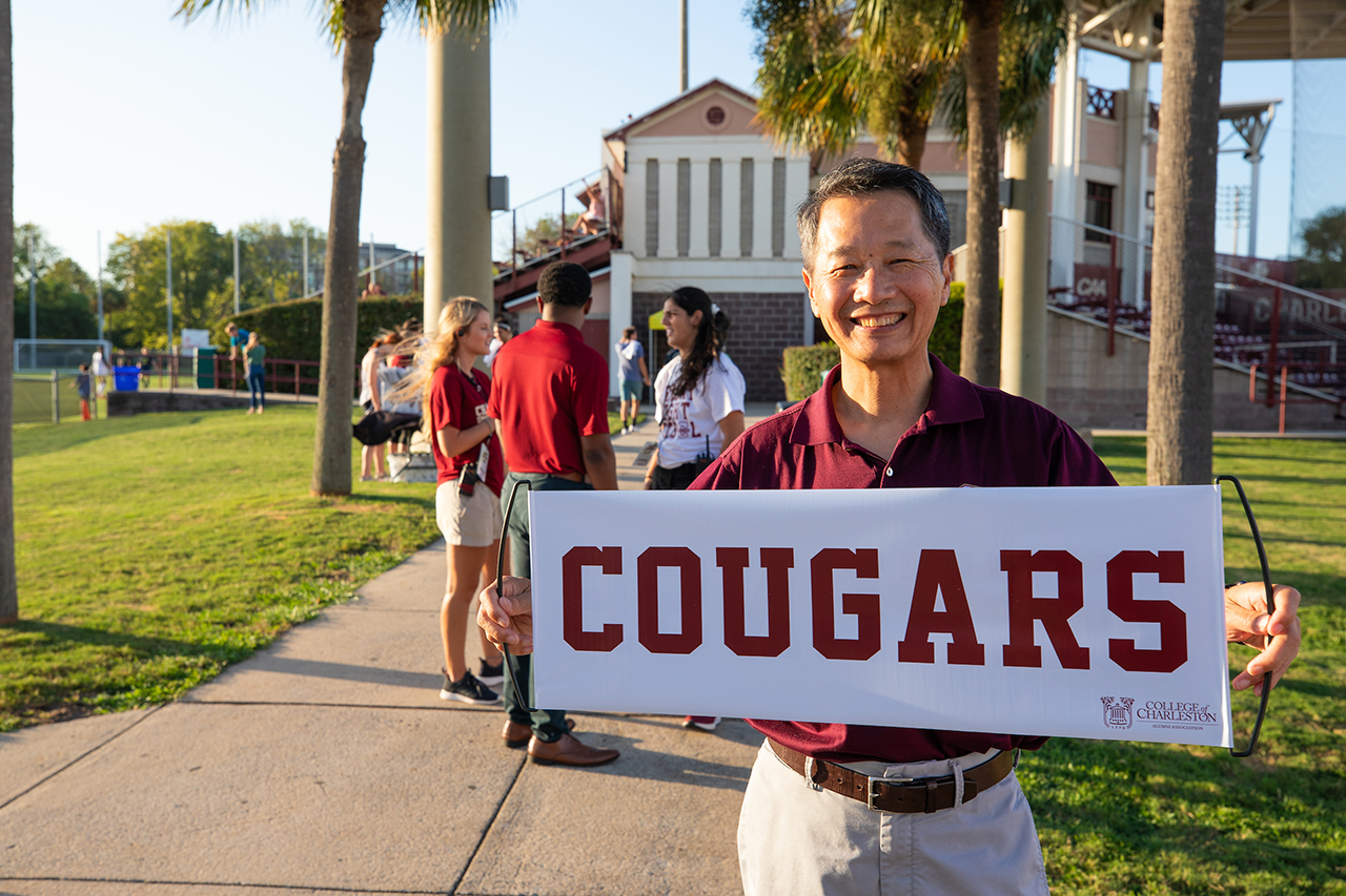 President Hsu holding a cougars sign