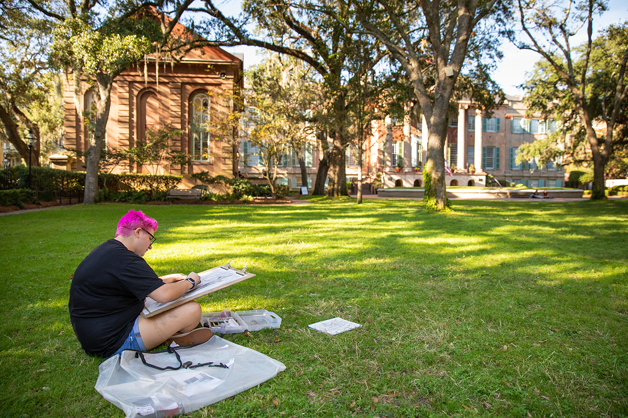 Students hone their drawing skills in Cistern Yard.