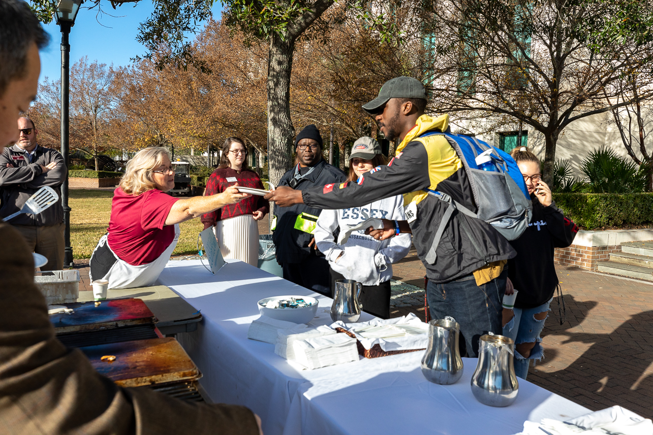 20191206President Hsu and other staff members spent Friday morning December 6, 2019 on River's Green making pancakes for students, staff and faculty. Pancakes With The President