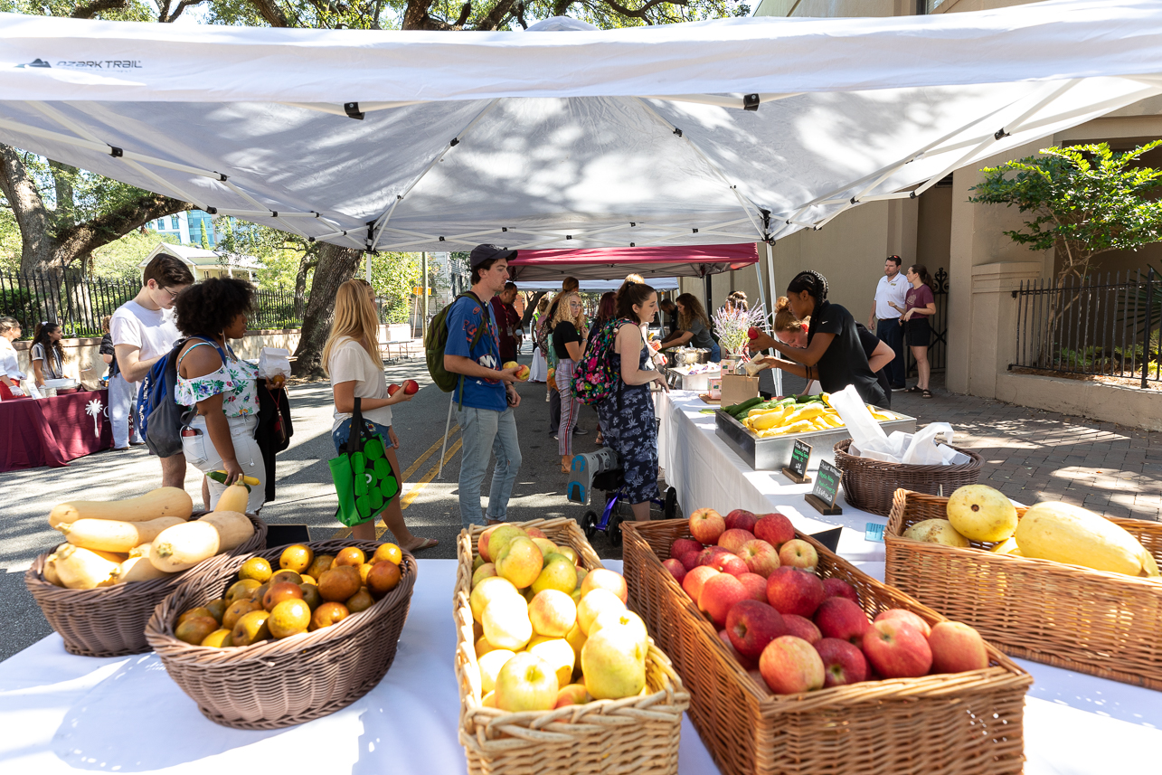 https://today.cofc.edu/wp-content/uploads/2020/02/20190924_FarmersMarket_0048.jpg
