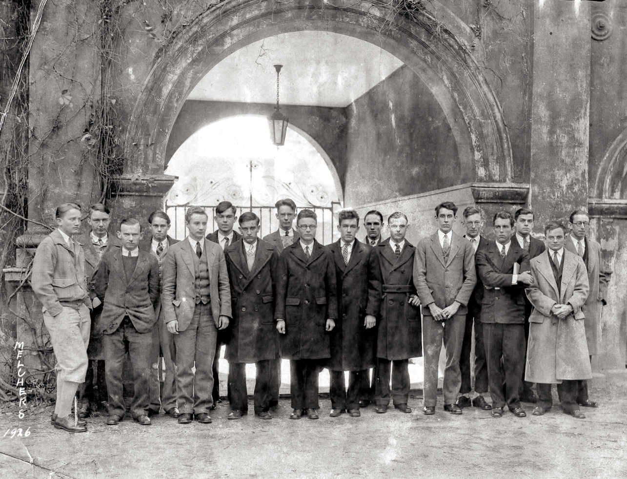 Group of students from 1926 stand in front of Porter's Lodge
