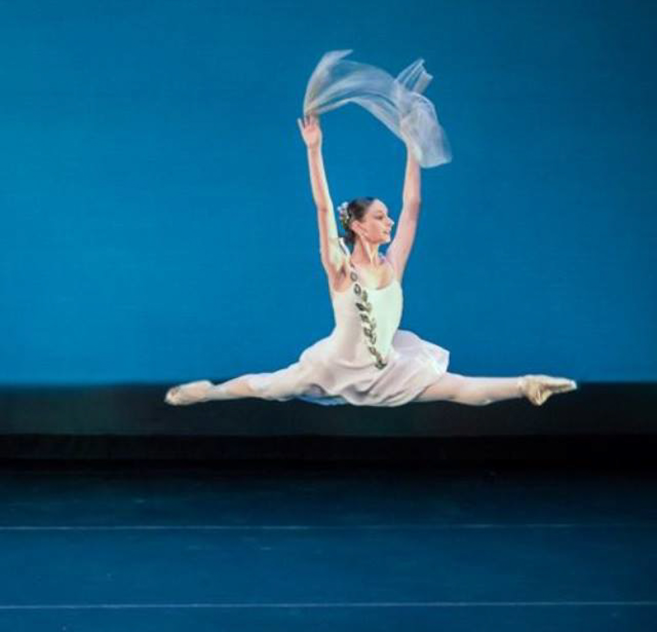 2020 CofC Graduate and Dancer Rebekah Lyons performs ballet