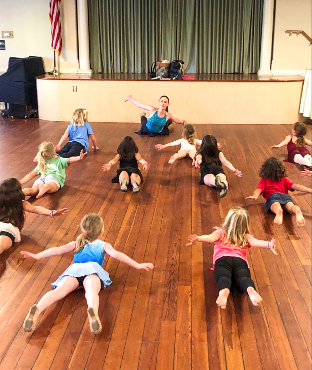 2020 CofC Graduate and Dancer Rebekah Lyons teaches young children dance