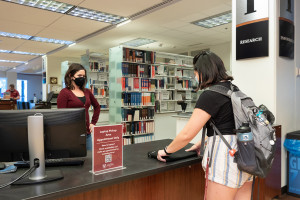 a student picks up a laptop from addlestone library