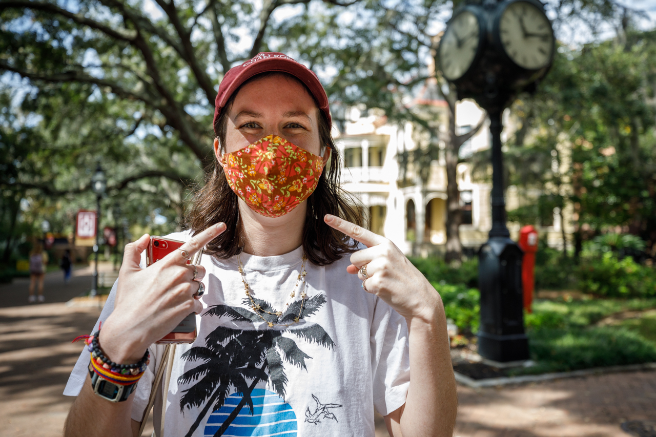 Student wearing mask on CofC campus.