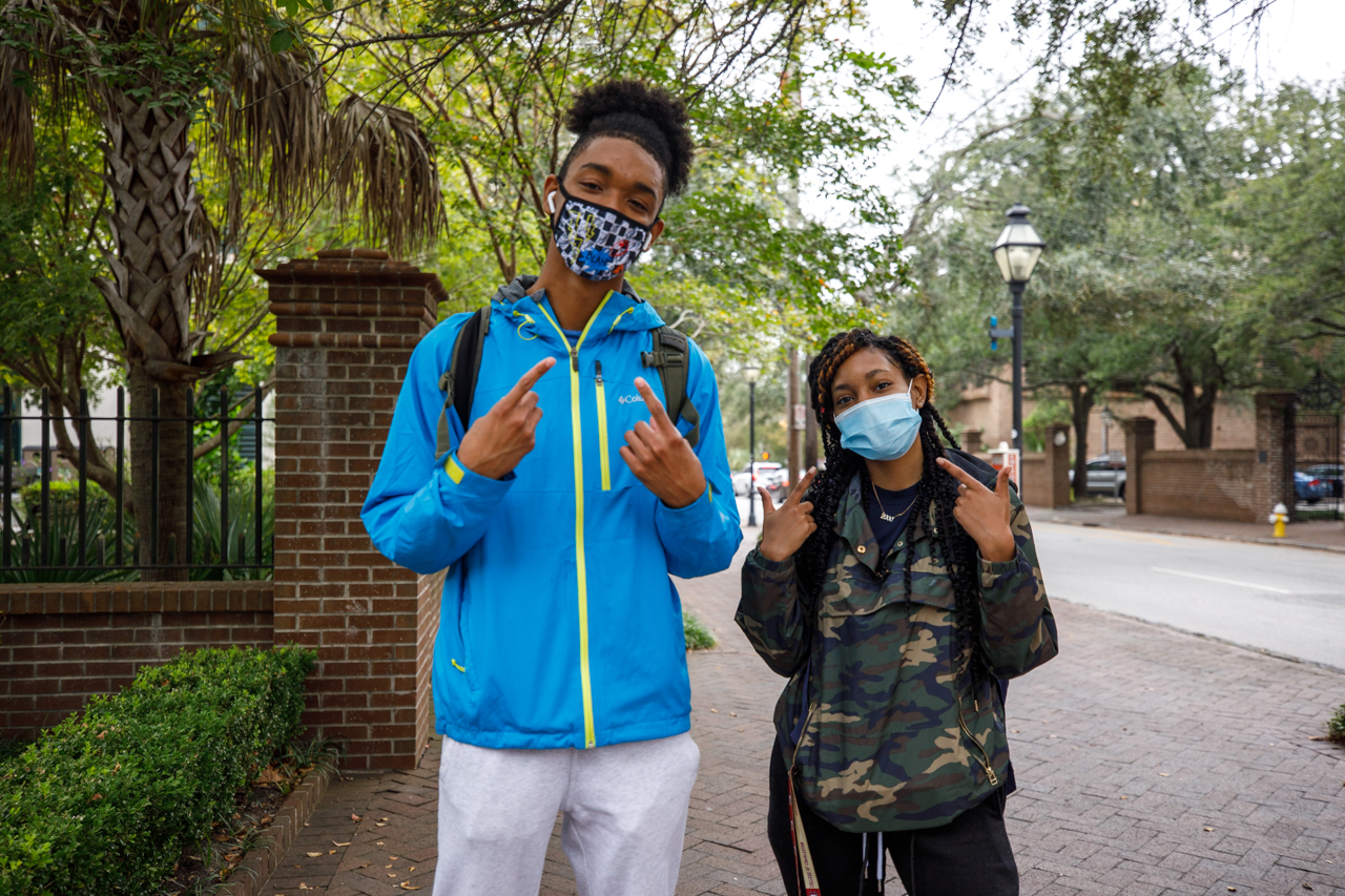 CofC Students wear masks.