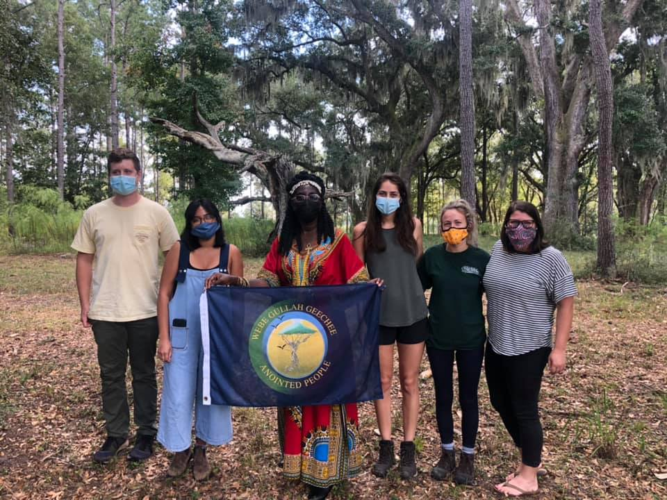 cofc students with queen quet at stono preserve