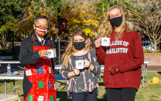 "Students joined President Hsu for the Cougar Countdown Holiday Make and Bake "" Cake in a Mug"" event on River's Green, Tuesday, December 8, 2020."