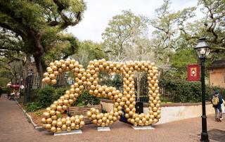 250 balloons