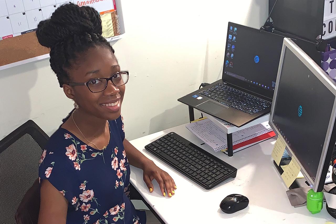 Janae Dorsey at computers