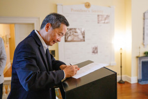 cofc president andrew hsu signs an energy saving contract
