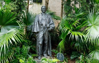 statue of waites waring